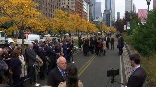 En Manhattan. El gobernador este mediodía entrevistado por la prensa