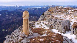 ¿Un pene gigante en medio de una montaña?