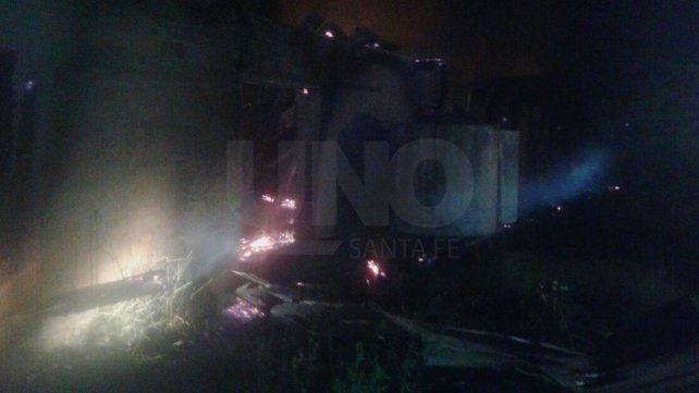 Investigan la causa por la que se quemó un depósito de maderas en La Guardia