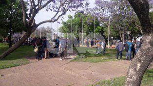 Las amenazas de bomba no los salvaron: les tomaron lección igual en la plaza