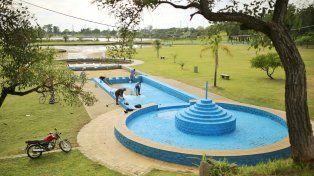 El municipio pone en condiciones los piletones de los parques Garay y Sur