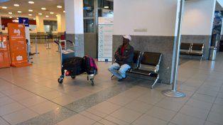 La historia de un haitiano que vive hace una semana en un aeropuerto santafesino