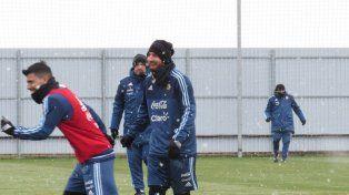 Argentina entrenó bajo la nieve y Sampaoli confirmó el equipo
