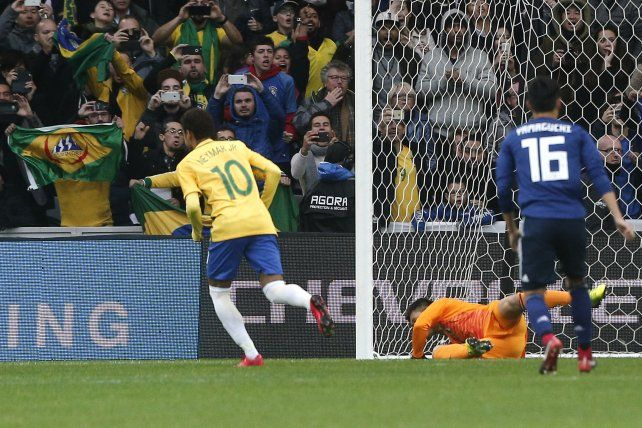 Brasil batió a Japón sin despeinarse y con la ayuda del VAR