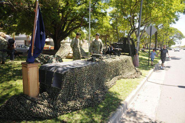 Tanques y vehículos militares se exhiben en la Costanera santafesina