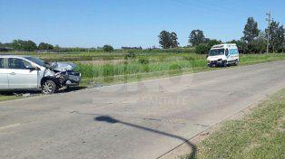 Murió el conductor de un auto que chocó violentamente contra una ambulancia