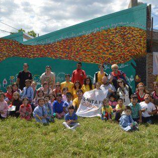 intervenciones artisticas urbanas: un mural para las hermanas cossettini