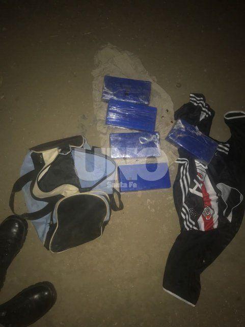 Gendarmería secuestró cinco kilos de cocaína cuando intentaron identificar a un joven que sigue prófugo
