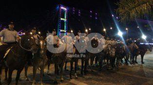 Seguridad preventiva y disuasiva: policías de Caballería patrullaron la Costanera santafesina