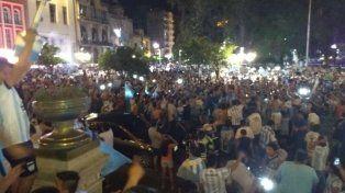 Los hinchas de Atlético Tucumán coparon las calles para celebrar la clasificación a la Libertadores