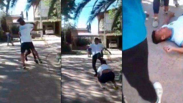 Brutal pelea entre alumnos: un chico recibió una patada en la cara