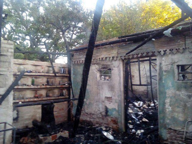Se prendió fuego la biblioteca Juglares sin Fronteras y se quemaron más de 6000 libros
