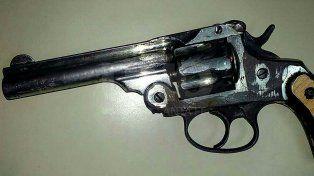 Preso por evidencia: se le cayó el arma al pavimento y lo detuvieron