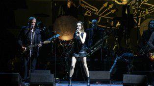 PJ Harvey le puso dramatismo al festival con su orquesta de brillantes músicos