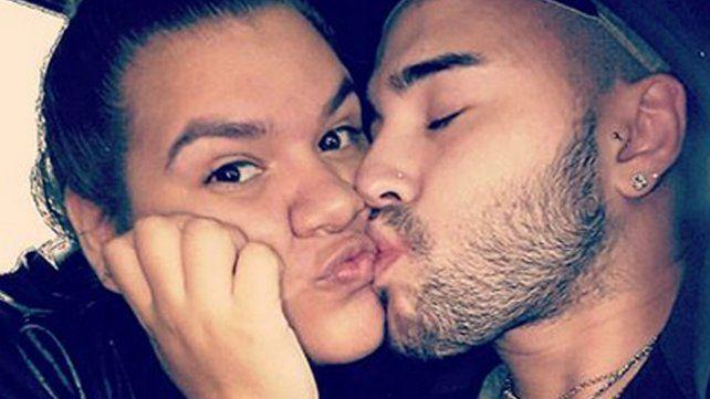 Morena Rial y su novio,  románticos en la pileta