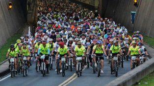 se viene el cruce del tunel subfluvial en bicicleta