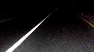 Atacan y roban a automovilistas en la autopista colocando miguelitos y adoquines