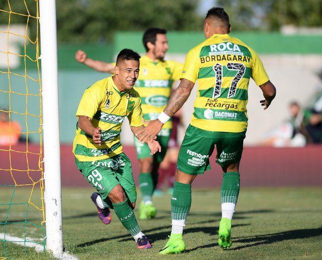 Defensa aplastó a Lanús con dos goles del santafesino Nicolás Fernández