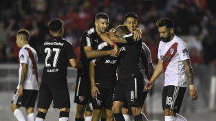 El Rojo golpeó en el final y se llevó el partido ante River con la ley del ex