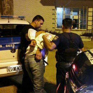 sorprendieron y aprehendieron a un ladron robando en la casa de un taxista