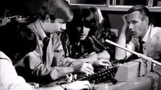 Geoff Emerick junto a George Harrison y George Martin (histórico productor de The Beatles) durante la grabación de Revolver