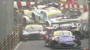 Terrible choque en cadena de ¡16 autos!