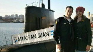 Detalle. Germán Suárez y su esposa Itatí en las costas de Mar del Plata junto al ARA San Juan.
