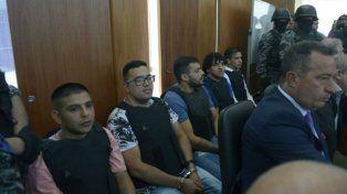 En el banquillo. Los miembros del clan familiar que llegó a juicio en la mañana de hoy.