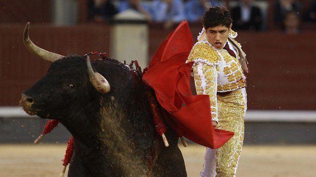 Un joven torero mexicano recibió una cornada en el escroto