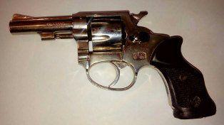 Le encontraron el arma que quiso vender en redes sociales oculta en sus genitales