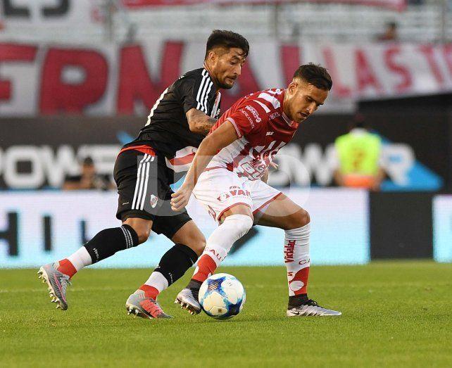 Por su falta de eficacia, Unión perdió 2 a 0 ante River en el Monumental