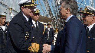 El Gobierno evalúa descabezar la cúpula de la Armada