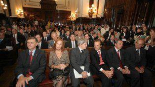 Audiencia en la Corte. En 2010 Santa Fe expuso sus argumentos con el acompañamiento de todo el arco político. El exgobernador Obeid participó del reclamo.