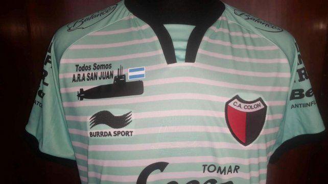 Colón lució una camiseta especial por el submarino ARA San Juan