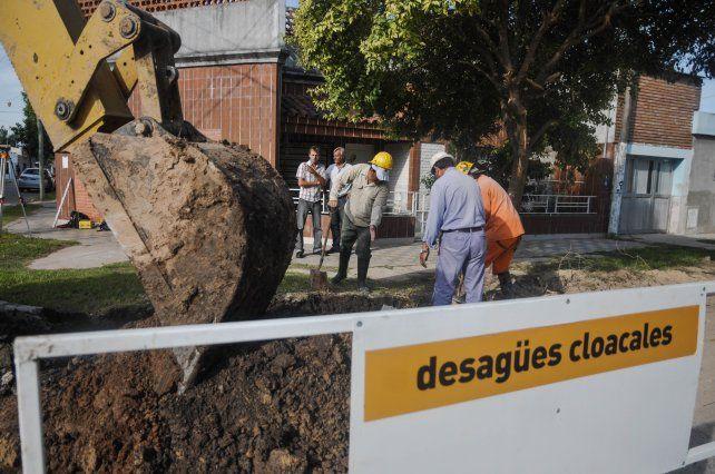 Cuatro oferentes para avanzar en obras de cloacas en barrio Los Hornos