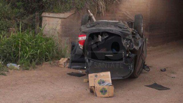Tiene 70 años, cayó con su auto desde 4 metros de altura, y solo se quebró la clavícula