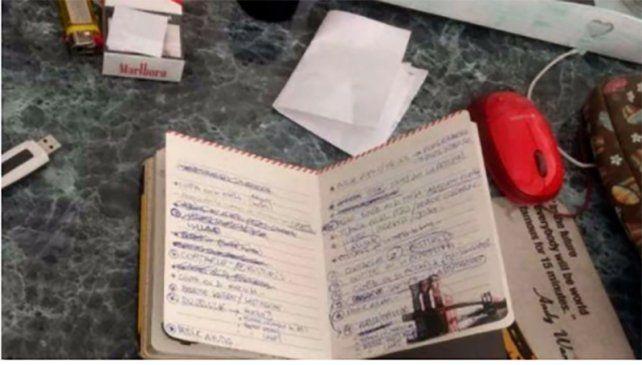 El cuaderno donde se habrían encontrado las frases