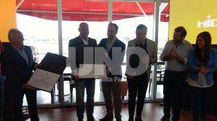 El Chino Volpato recibe su reconocimiento por parte del intendente