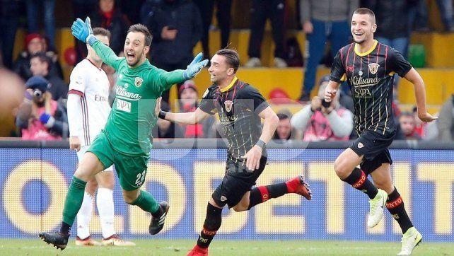 El arquero de Benevento entró en la historia con un gol agónico al Milan