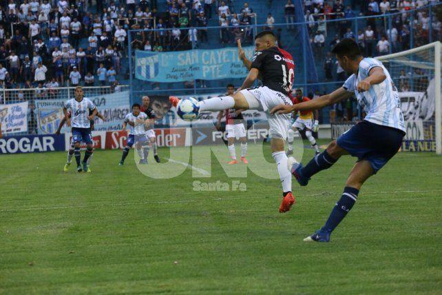 El invicto de Colón en la Superliga se terminó en Tucumán: perdió 2 a 0