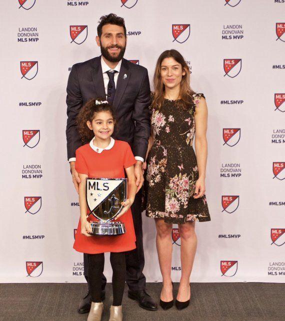 Mirá la reacción de la hija de Valeri cuando le contaron que su papá recibió el MVP en Estados Unidos
