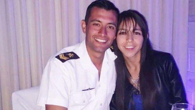 La novia de un tripulante del submarino lo espera para casarse