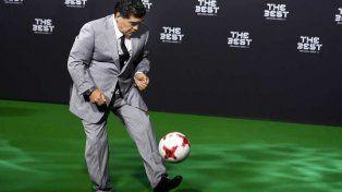 Maradona no pierde la magia en sus pies