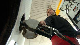 Los estacioneros seguirán vendiendo combustible con tarjetas de crédito