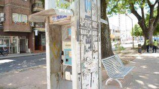 Piden reparar y revalorizar los teléfonos públicos