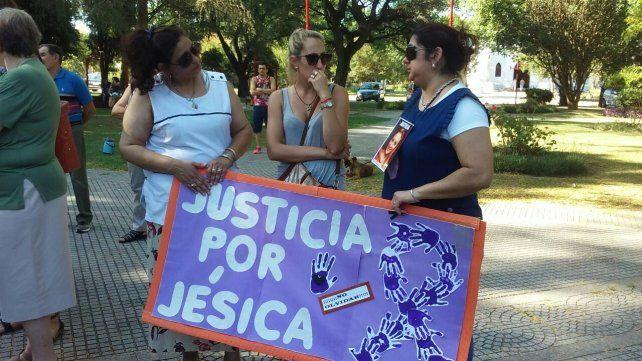Emilia marchó y pidió justicia, a dos meses de la muerte de Jésica Ronsoni