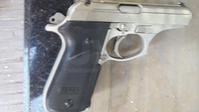 Una discusión en el tránsito terminó con un detenido con un arma de guerra cargada