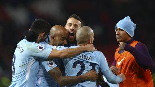 Inglaterra: Otamendi definió el derby de Manchester