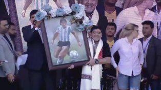 Maradona llegó a India y fue recibido como ídolo