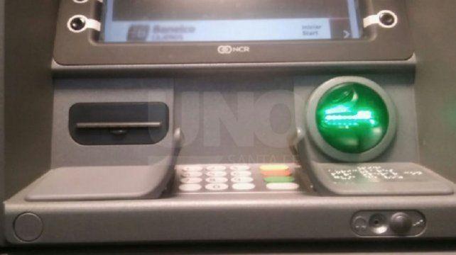 Estafa. El dispositivo se coloca en los expendios de dinero.